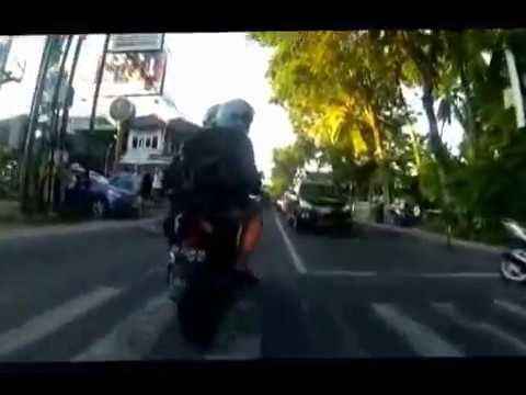Simon Breach motorbike Bali video