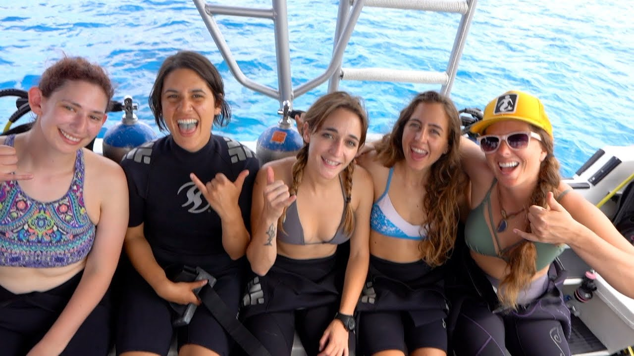 Visit Cozumel Mexico on a Honeymoon or Romantic Getaway |Girls Snorkeling Cozumel Mexico