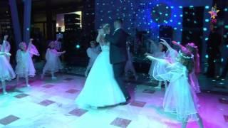 Детский танцевальный коллектив на свадебном танце. Президент-Отель