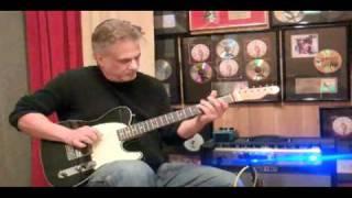 Pete Anderson Demos the Way Huge Aqua-Puss analog delay pedal
