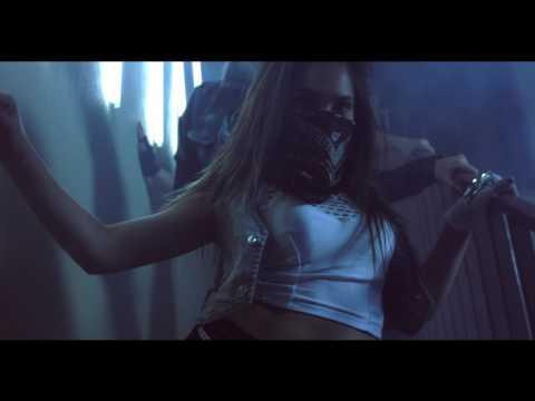 El Escuadron - Ando Cazandote (Official Video)