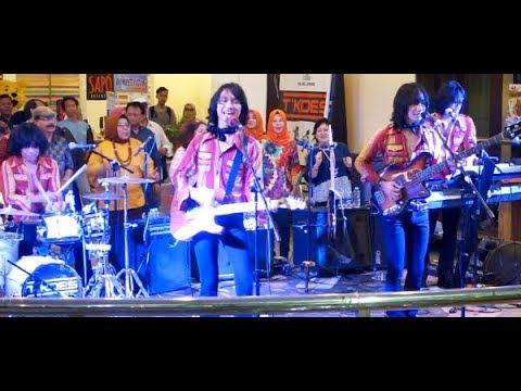 O La La (Koes Plus) ★ T-Koes Band @ Plaza Blok M (31/07)