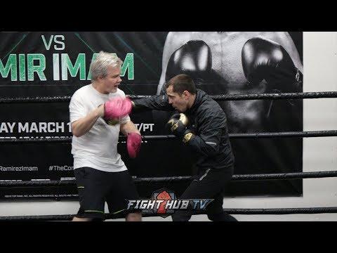 SCOTT QUIGG DISPLAYS INSANE POWER & POWERFUL JAB FOR OSCAR VALDEZ FIGHT