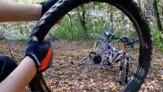 лайфхак как разбортировать колесо без инструмента(Небольшая хитрость как разбортировать колесо велосипеда без должного инструмента. Ссылка на канал: http://www.y..., 2015-10-05T19:24:56.000Z)