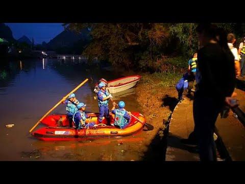 غرق 17 شخصا إثر انقلاب زورقين عملاقين بنهر جنوب الصين  - نشر قبل 3 ساعة