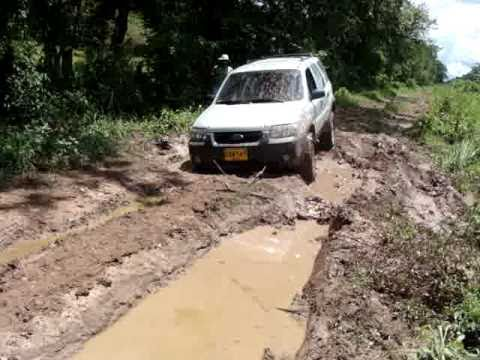 Ford Escape (stock) Off Road in Colombia