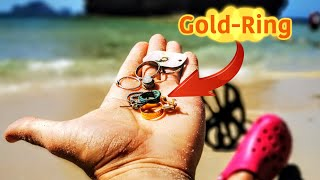 Treasure hunting Thailand's beaches for gold with a metal detector!!