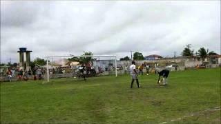 Campeonato de futebol em Mucuri BA  Juventude x Califórnia disputa nos pênaltis  mpeg4