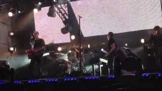 Nine Inch Nails - The Hand That Feeds ( front  row )  - Live @ Jimmy Kimmel 11-7-13 in HD