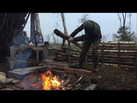 SOLO DEBRIS SHELTER CAMP AND SHELTER BUILD WITH XMAS DINNER