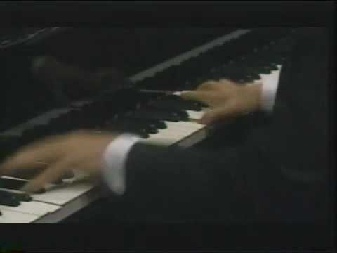 """Murray Perahia plays Rachmaninoff Etude Tableaux Op.39 No.6 in A Minor """"Little Red Riding Hood""""."""