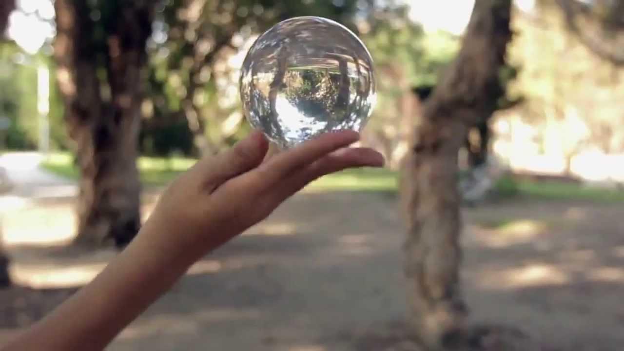 Парень и хрустальный шар - YouTube