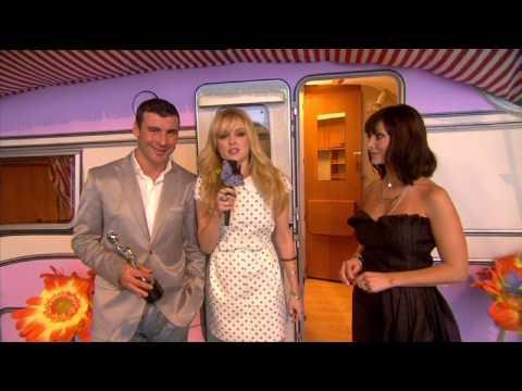 Fearne Cotton interviews Natalie Imbruglia & Joe Calzaghe backstage | BRIT Awards 2009