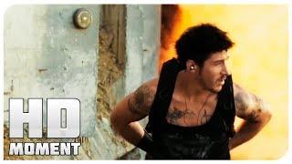 Лейто пробивает дыры в стене 13 й район Ультиматум 2009 Момент из фильма