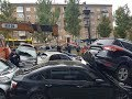 Около 20-ти машин повреждено ДТП в Киеве на бульваре Леси Украинки кран без тормозов
