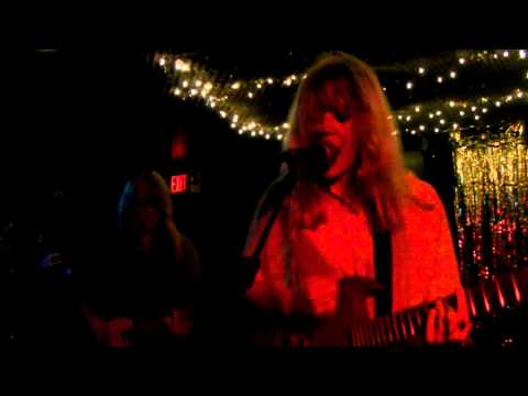 Bleached - Think of You (en vivo en CMJ 2011)