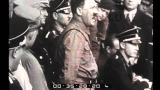 """Hitler, Cancelliere del Reich, accclamato dalle """"camicie brune"""" a Coburgo"""