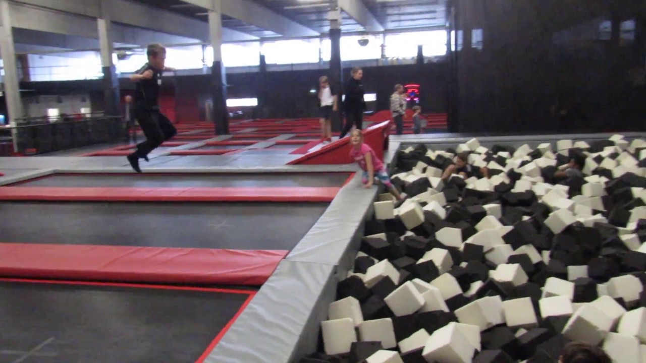 xtremejump trampolinhalle in ulm youtube. Black Bedroom Furniture Sets. Home Design Ideas