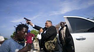 Un senador de Haití deja dos heridos al disparar contra la multitud cerca del Parlamento