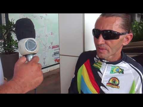 Homem que percorre vários países de bicicleta passa por Confresa