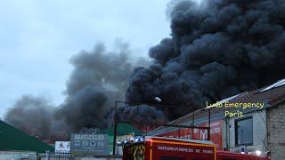 Pompiers de Paris, Police  en urgence,  Incendie D'entrepots Paris Fire Dept on scene Warehouse Fire