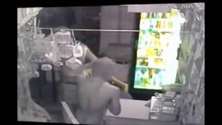 Lajpat Nagar Shop Theft Burglary Theif Stolen cash night 3am