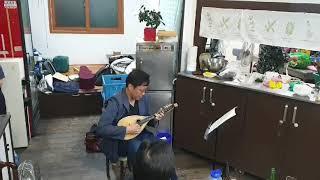 남의 회사 회식자리에서 소주 1병 먹고 만돌린을 연주하…