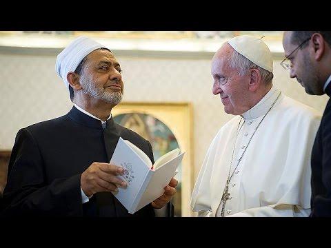 Rencontre historique entre le pape François et le grand imam d'Al-Azhar