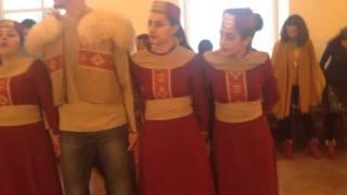 Учимся танцевать армянские танцы