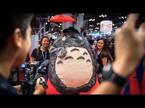 Видео: Adam Savage Incognito as Totoro at New York Comic Con