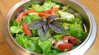 Салат из курицы и овощей - видео рецепт(Видео рецепт приготовления отличного витаминного салата из курицы и овощей. Простенько и со вкусом! Подпис..., 2011-07-15T21:03:00.000Z)