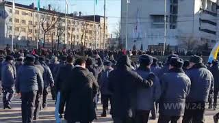 Милиция в Бишкеке начала разгон митинга на площади Ала-Тоо