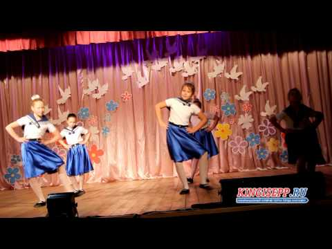 Яркий галстук Гоши зажег сердца на концерте в Ивангороде. KINGISEPP.RU