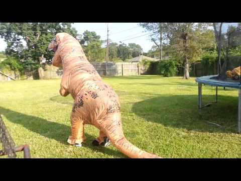 testing my jurassic world inflatable t rex costume