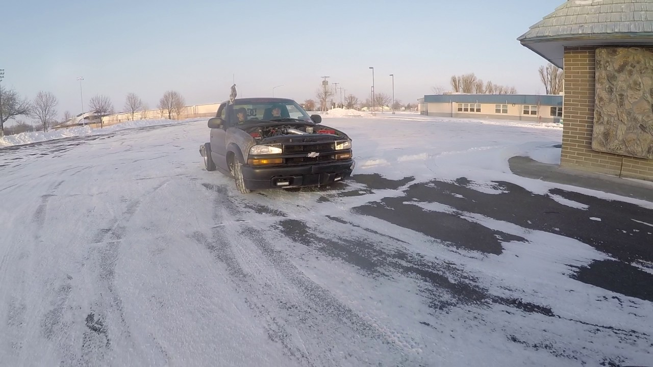 Absolutely Slammed MiniTruck Drifting