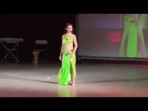 """Fashion show in """"Orient el hob"""" festival by Mimi Faishon.Revu s orientalski kostumi v Bulgaria."""