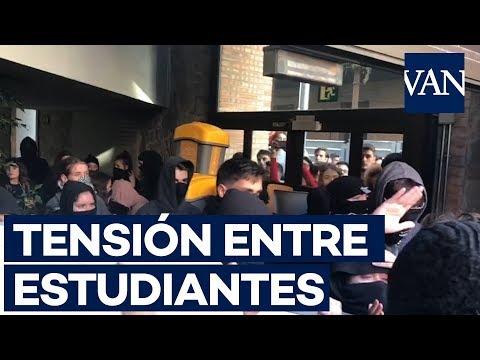 Tensión Entre Estudiantes Por La Huelga Indefinida En Las Universidades Catalanas