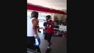 15yr.old boxer vs 20yr.old street figher