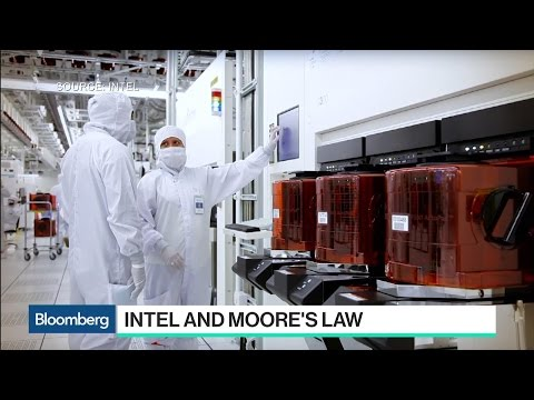 Intel EVP Smith Says Moore's Law Is Alive and Well