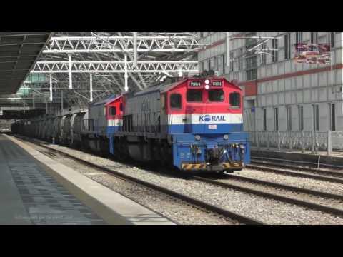 2 EMD GT26 CW2 KORAIL 7364+7346 departs Seoul Station