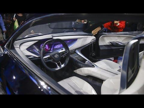 Obama attends Detroit auto show