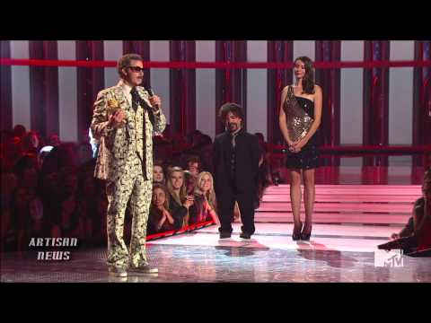 MTV MOVIE AWARDS 2013 WRAP - THE AVENGERS CREATE JUSTIN BIEBER ADJECTIVE UPON WIN
