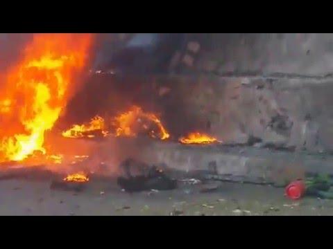فيديو: شاهد أول مشاهد حية للانفجار الذي استهدف محافظ عدن صباح اليوم
