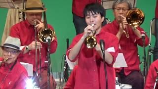 """兵庫県西宮市のアマチュアビッグバンド、ウエストウインズジャズ オーケストラです。 曲は""""Hip to be Square""""熱帯JAZZ楽団スタイルです。 ソロは中田正一郎/テナー ..."""
