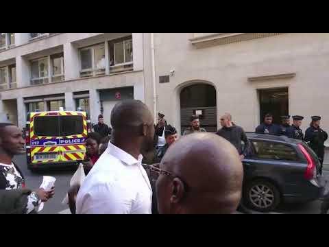 Paris Consulat du Sénégal - Bagarre générale entre les gendarmes sénégalais et des manifestants.