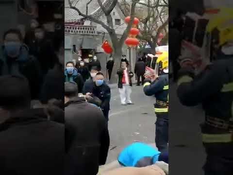距新华门650米 北京四合院突发爆炸 抬出两名伤者(图/视频)