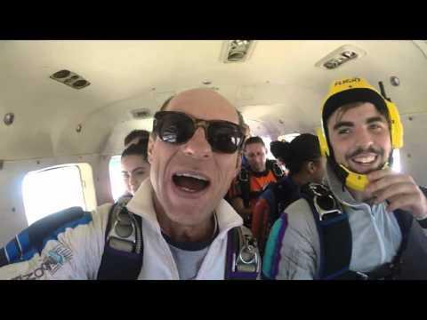 Instrução Curso de Para-quedismo no exército português.wmv de YouTube · Duração:  4 minutos 13 segundos