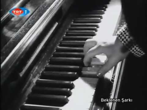 Beklenen Şarkı filminden Cahide SONKU ve  Bedia MUVAHHİT