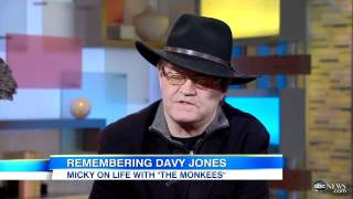 Repeat youtube video Davy Jones Dead: Fellow Monkees' Bandmember Micky Dolenz Remembers Jones in 'GMA' Interview