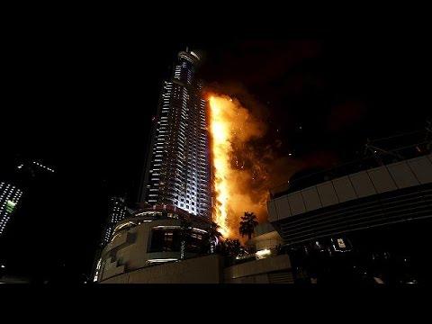 Emirats : spectaculaire incendie au coeur de Dubaï